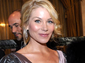 Christina Applegate to launch cancer charity