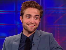Robert Pattinson bonds with Jon Stewart over ice cream on The Daily Show (VIDEO)