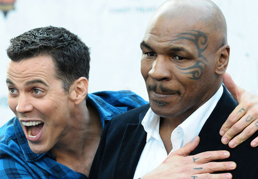 Comedy Central Roast of Charlie Sheen - An excited Steve-O and a less-than-impressed Mike Tyson